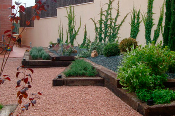 Dise o y construcci n de jardines uralur i jardiner a en for Jardines de bajo mantenimiento